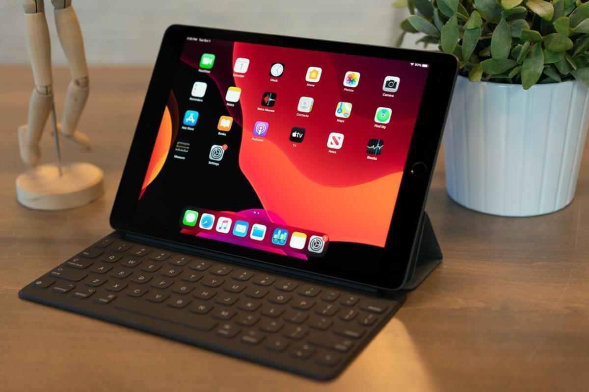 7 подарков для мужчин на 23 февраля (2019 10 2 inch ipad hero 100812668 large)