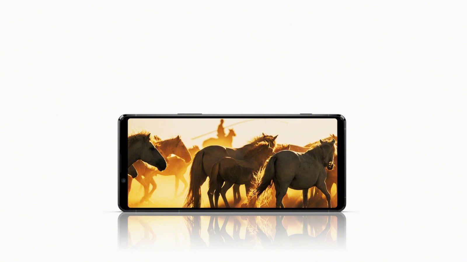 Sony официально представила флагманский 5G-смартфон Xperia 1 II (203 display main black large scaled)