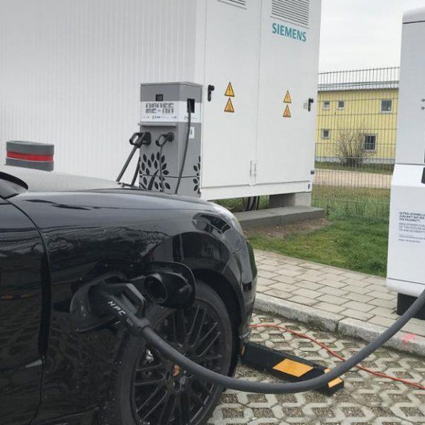 В Украине начинают устанавливать зарядные станции для электромобилей (4d735915 5750 4fdc b096 a21d36dd9b3f)