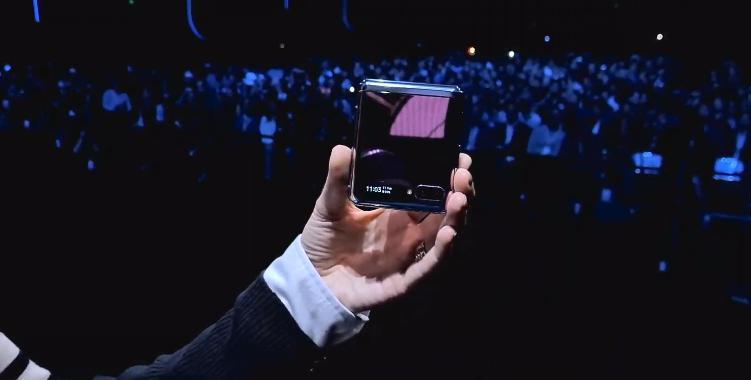 Samsung представил складной смартфон Galaxy Z Flip (photo 2020 02 11 22 32 46)