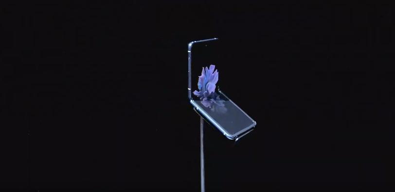 Samsung представил складной смартфон Galaxy Z Flip (photo 2020 02 11 22 32 51)