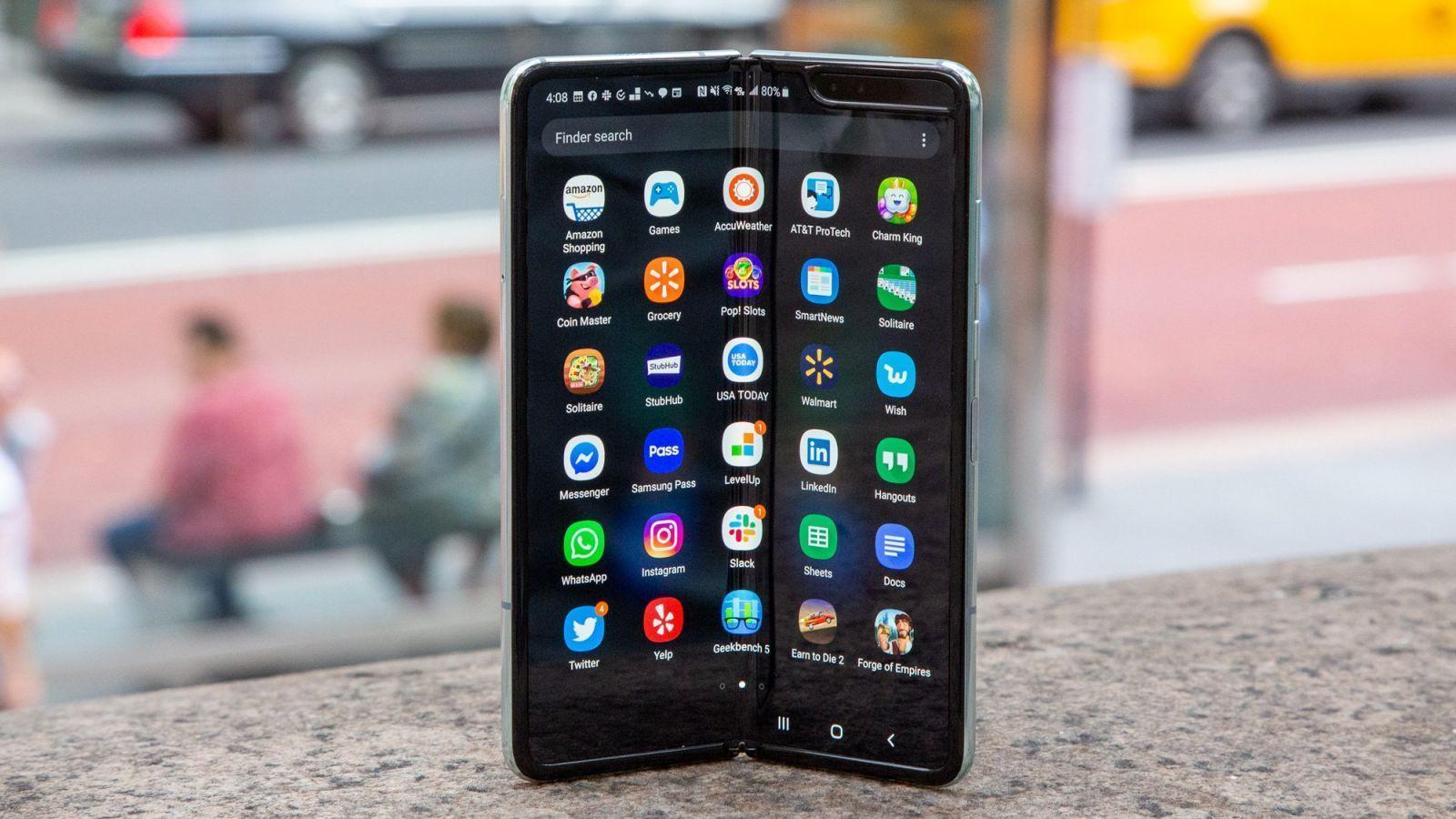 Samsung может выпустить Galaxy Fold 2 в июле ()