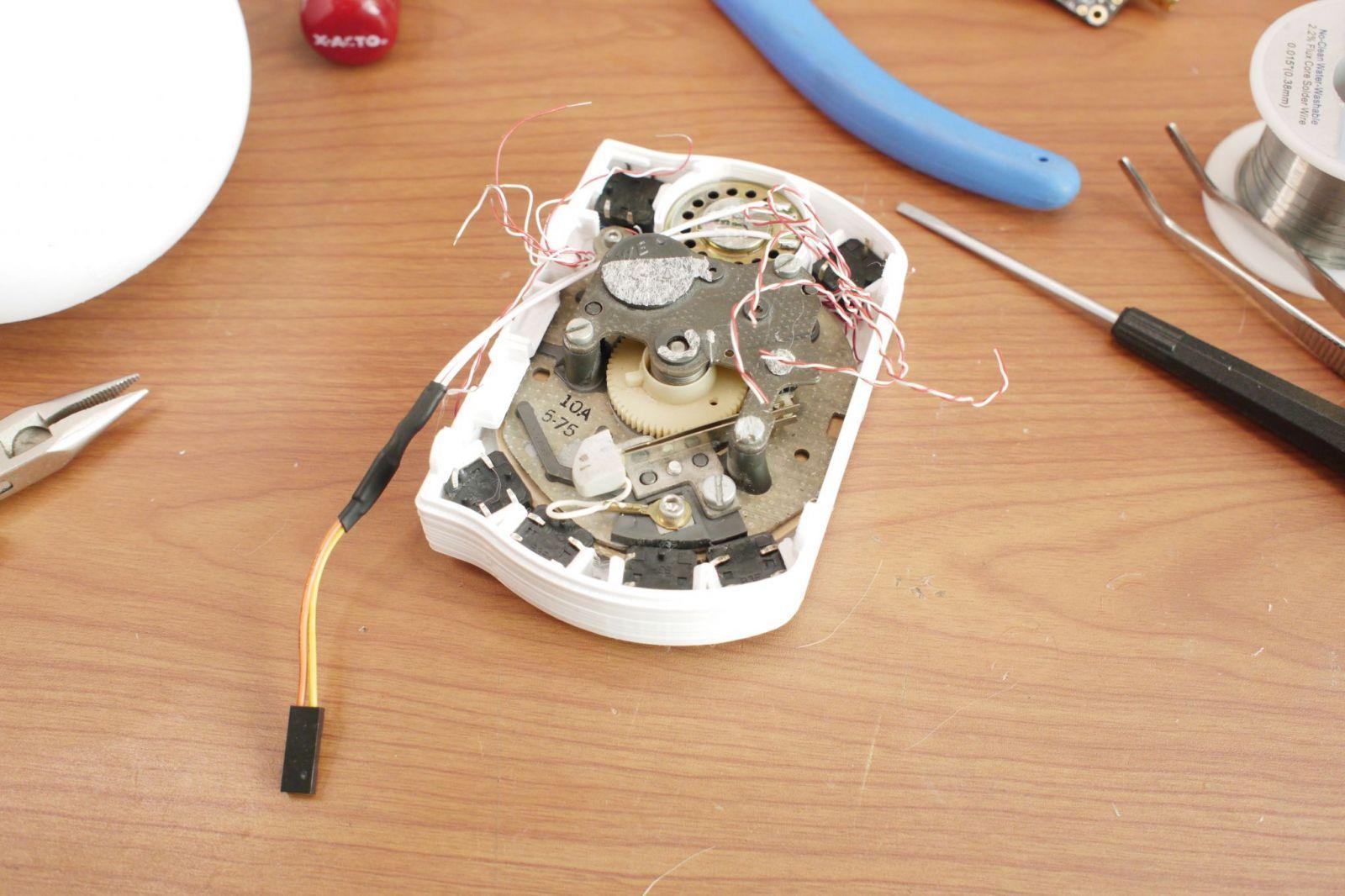 Инженер изготовил свой смартфон c барабанным диском и антенной (rotarycellphone v1 scaled)