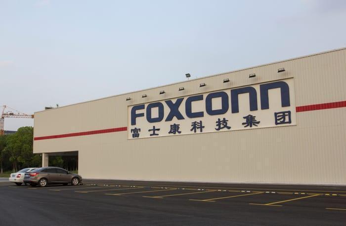 6 главных новостей недели + подкаст (apple iphones parts manufacturer foxconn work china coronavirus news)