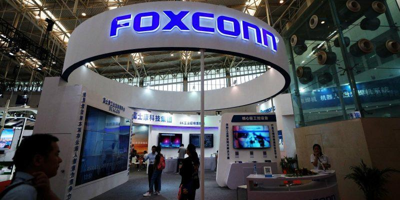 Компания Foxconn планирует возобновить производство к концу марта (foxconn bat)