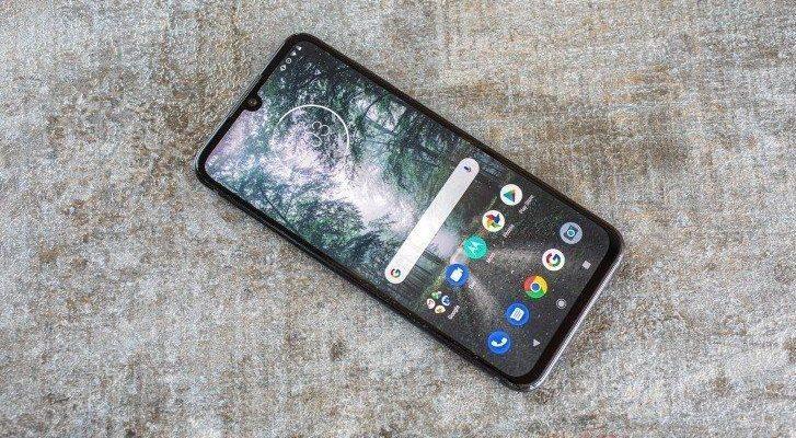 Motorola One получит обновление Android 10 (gsmarena 010ssww)