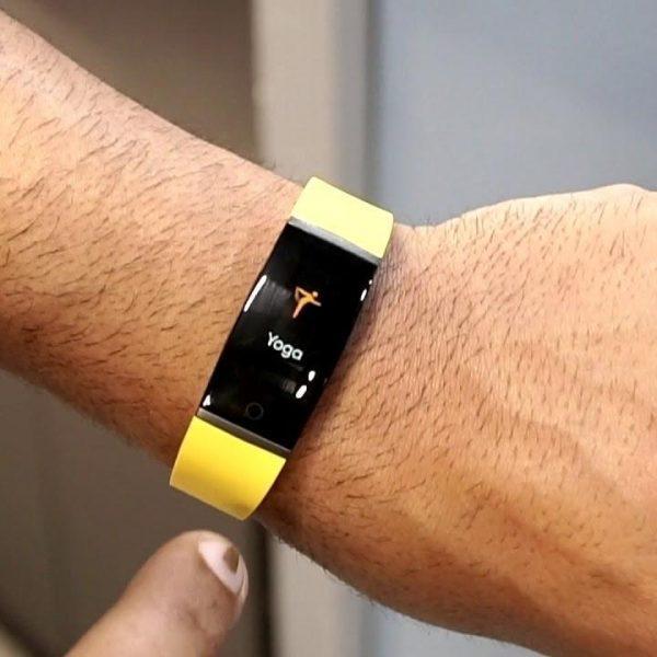 Realme представила свой первый фитнес-браслет Realme Band (maxresdefault 1)