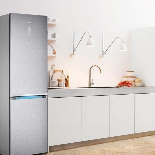 В России начали продаваться новые вместительные холодильники Samsung RB7000 (1511039073 top 3 holodilnikov samsung s tehnologiey space max)