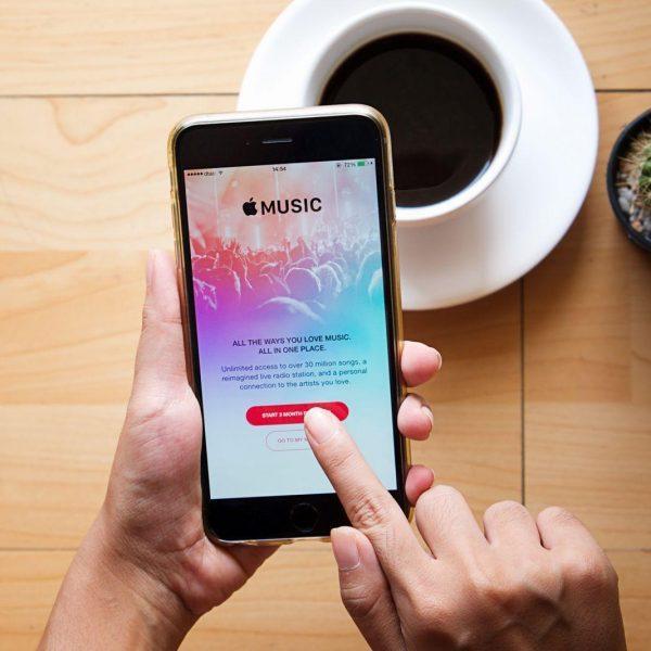 Apple Music будет доступна на смарт-телевизорах Samsung (151104 em itunestermsofservice)