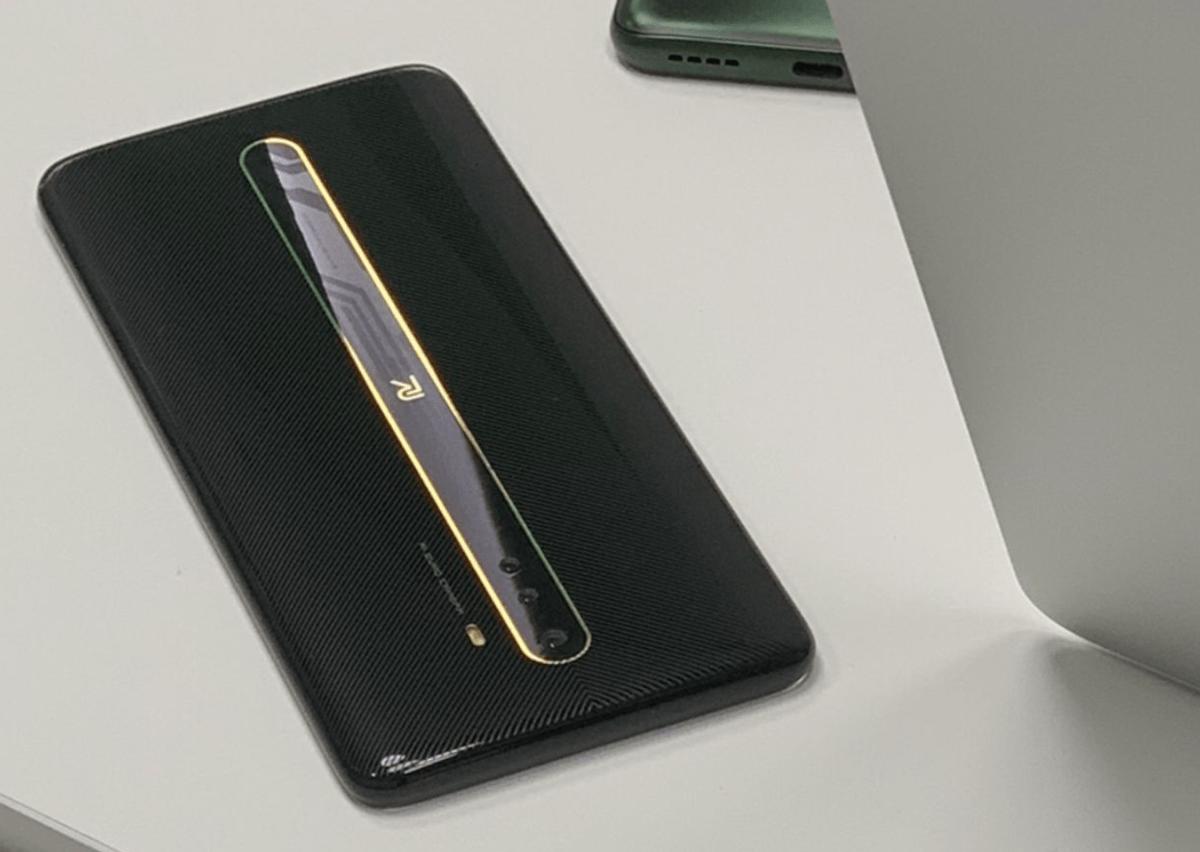 В сети появилось изображение нового смартфона Realme (bez nazvanija 2)