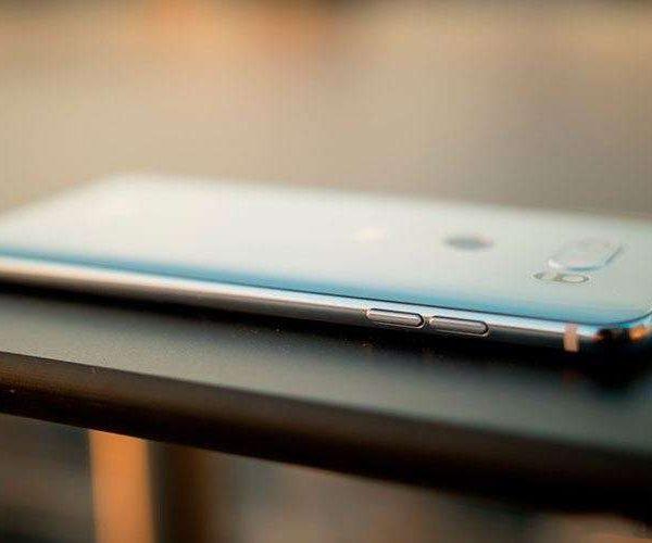 LG показала новый дизайн будущего смартфона (lg v30 12)