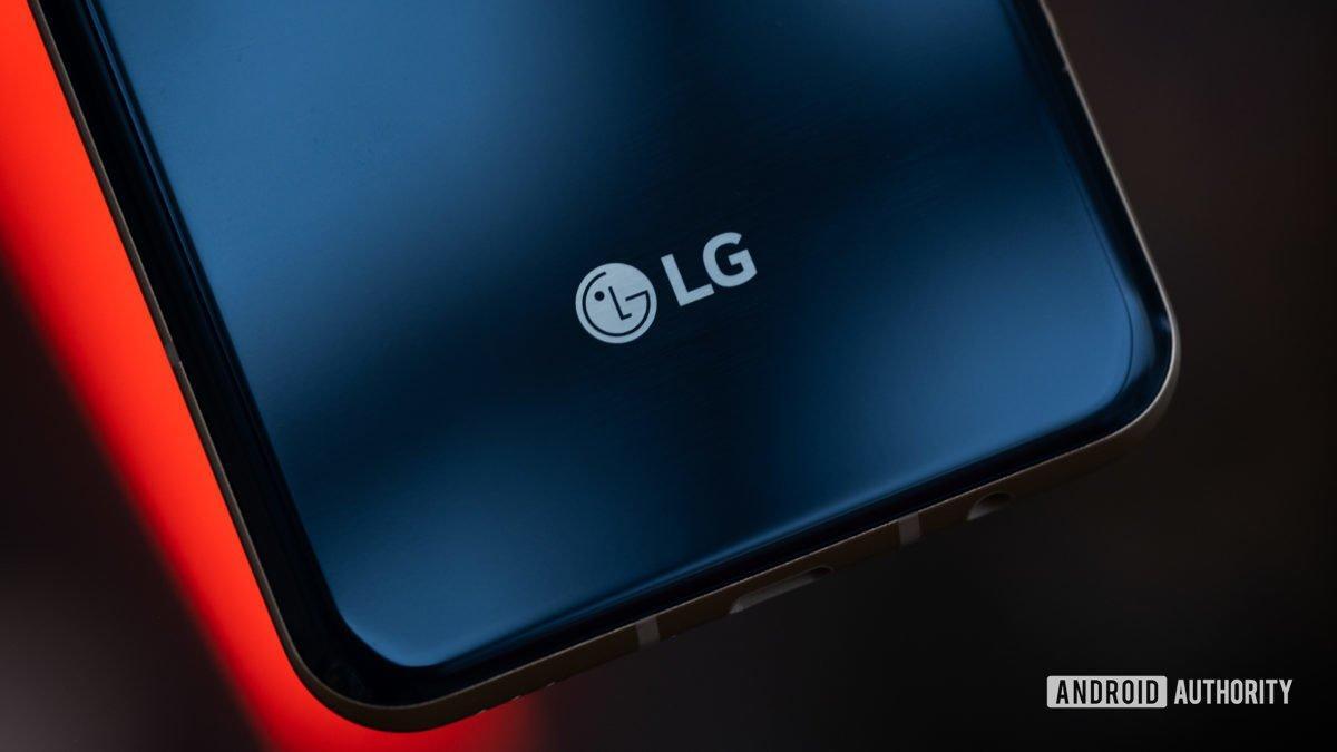 LG V60 логотип и камера макро 2