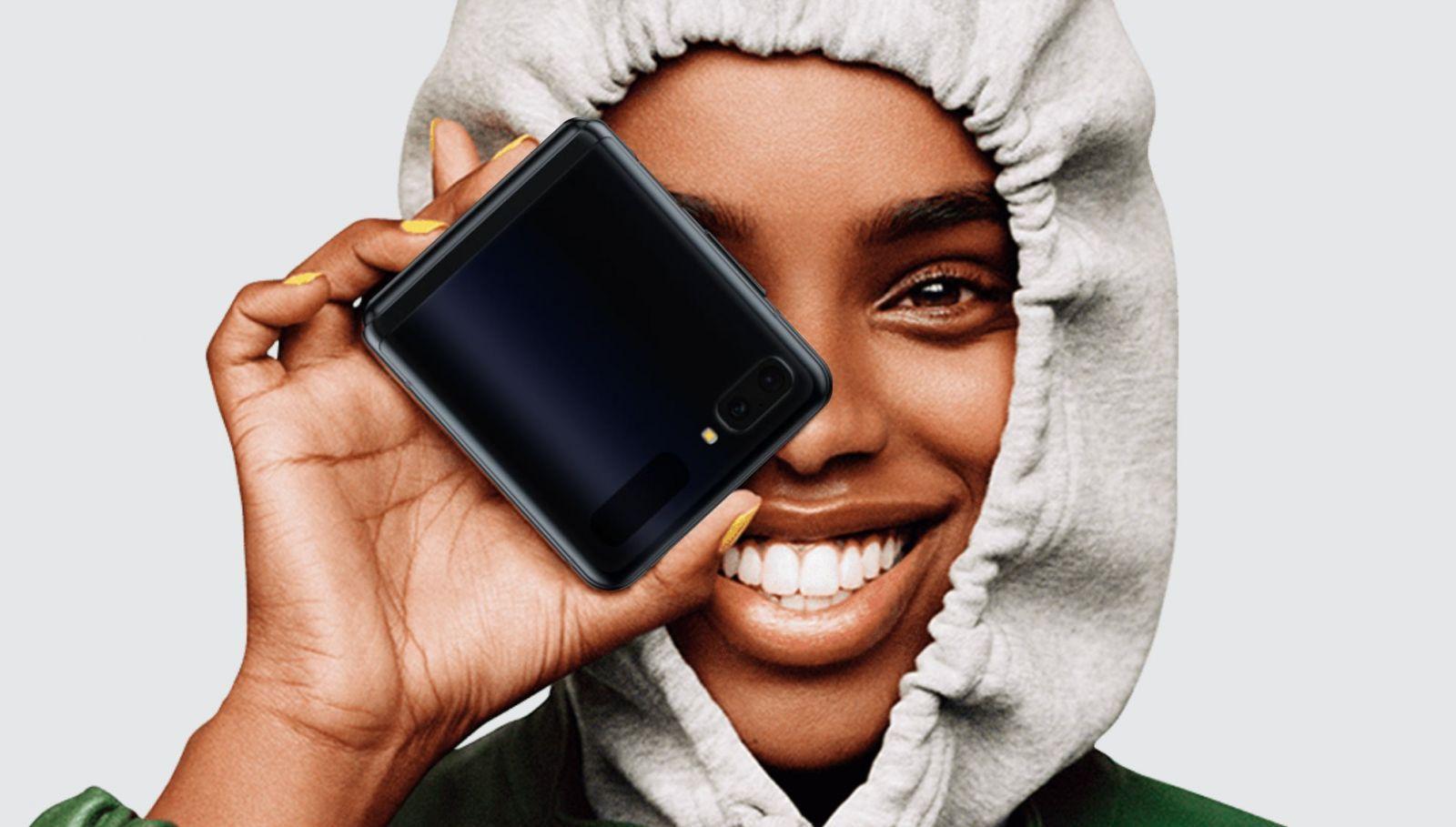 Samsung Galaxy Z Flip с поддержкой 5G выйдет во второй половине 2020 года (heres android auto on samsungs most innovative smartphone yet 141970 1)