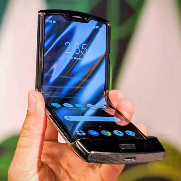 Складной телефон Motorola Razr получает обновление Android 10 (moto razr fold)