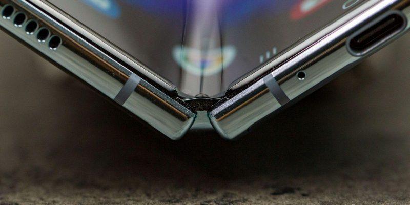 В сеть утекли новые детали о Samsung Galaxy Fold 2 (androidpit samsung galaxy fold test foto 27 scaled 1)