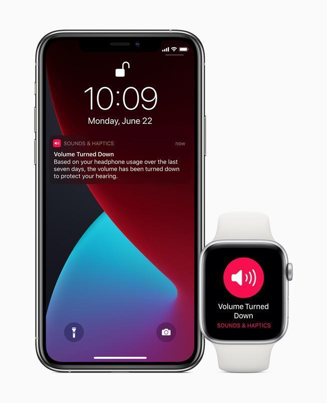 Apple представила watchOS 7. Мониторинг сна, новые тренировки и танцы (apple watch watchos7 headphone audio 06222020 inline.jpg.large)