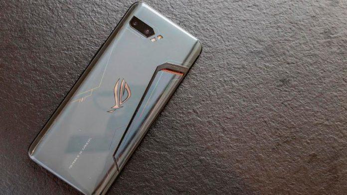 Загадочный телефон Asus с 12 ГБ оперативной памяти заметили в Geekbench (asus rog phone 2 hands on 6 thumb800 696x392 1)