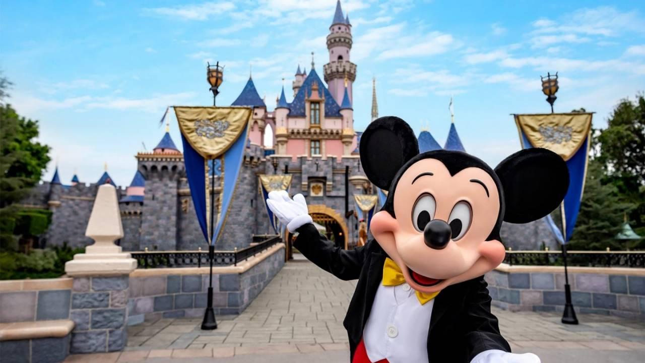 Disney поэтапно открывает свои парки в июле (disneyland mickey 1280x720 1)