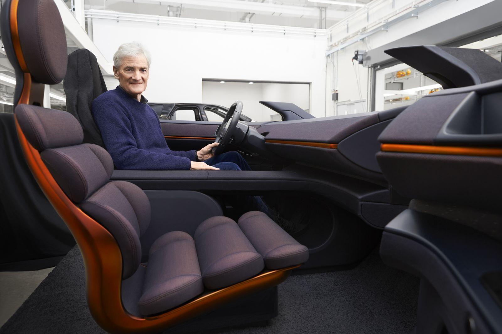 Dyson показал новые фото и видео своего внедорожника (james dyson and car interior)