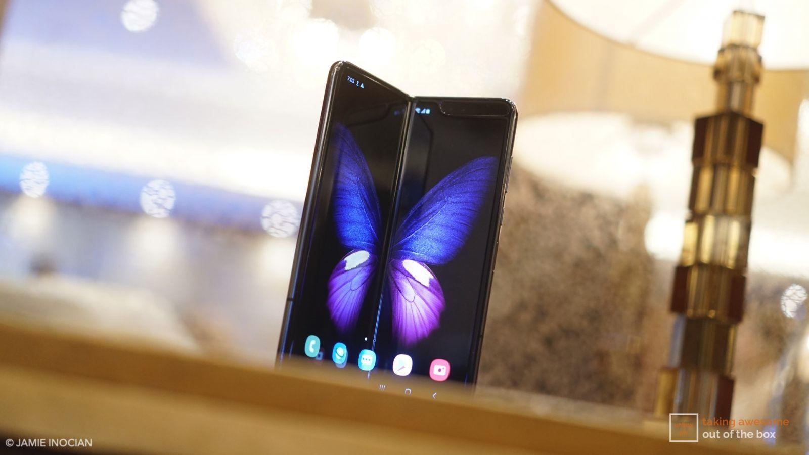 В сеть утекли новые детали о Samsung Galaxy Fold 2 (samsung galaxy fold quick review 003)