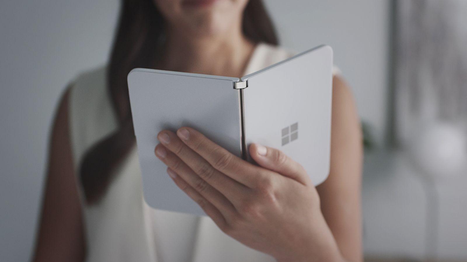 Microsoft может запустить Surface Duo уже в следующем месяце (surfaceduo 3)