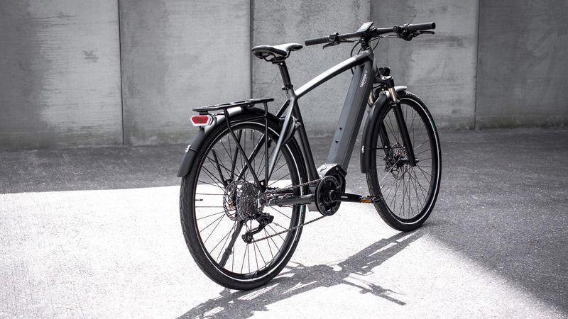 Triumph представил свой первый электрический велосипед (trekker gt e bike2)