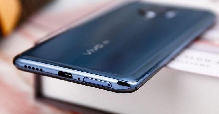 Живое фото Vivo S7 раскрывает некоторые характеристики смартфона (c018ac2a062a0c5d2a7144317411aa8d60b)