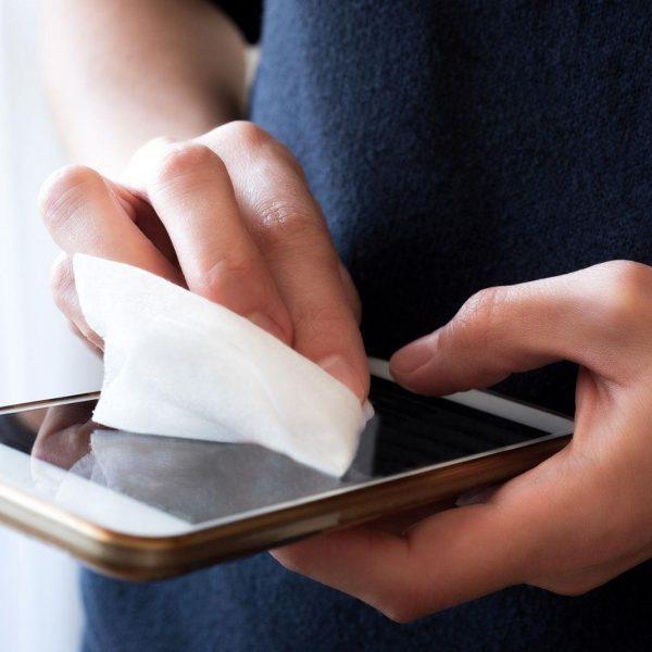 Samsung запатентовала антимикробное покрытие для чехлов на смартфоны (cleaning smartphone screen)
