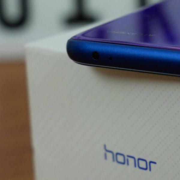 В сети появилось изображение камеры неизвестного смартфона Honor (honor 10 09)