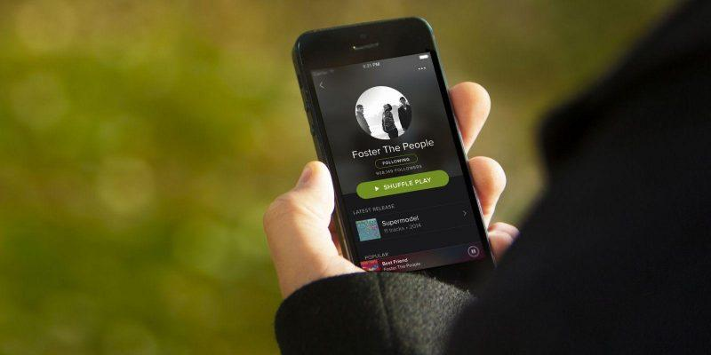 Spotify выйдет в России уже 15 июля (spotify newlook iphone artist outdoor scaled 1)