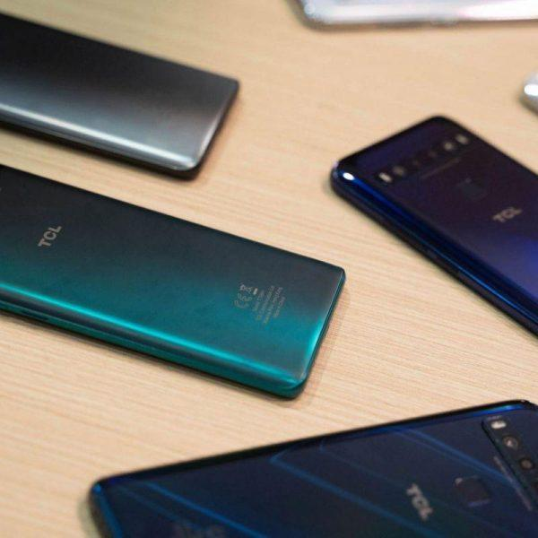 TCL запускает в России бюджетные смартфоны TCL 10 Plus и 10 SE (tcl 10 series smartphones scaled 1)
