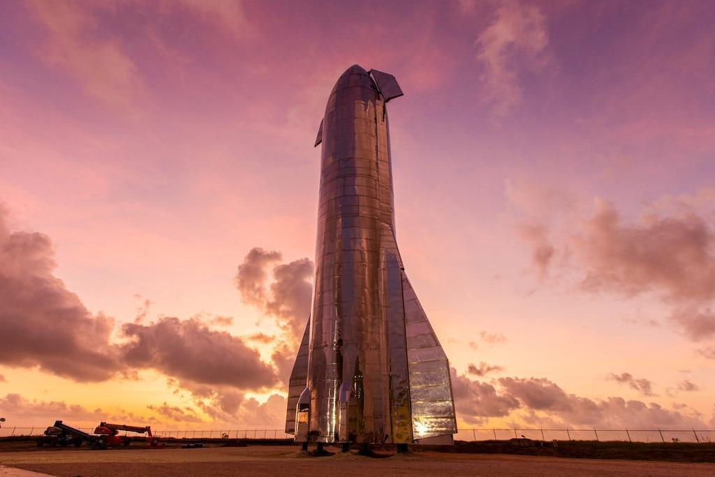 SpaceX только что запустил полноразмерный прототип Starship над Техассом. (1596588446 546 spacex just launched a full size starship rocket ship prototype hundreds of feet above south)
