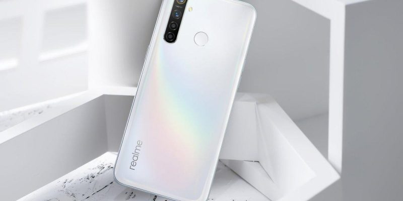 Realme 5 Pro теперь доступен в цвете Chroma White (eiggkvevaaa4rwp)
