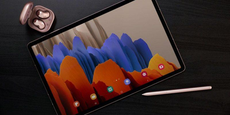 Samsung представил планшет Galaxy Tab S7 (galaxy tab s7 and buds live lifestyle)