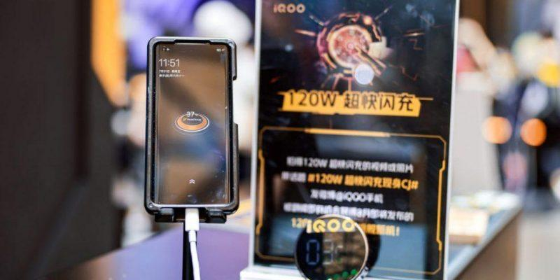 17 августа выйдет первый в мире смартфон с 120-ваттной зарядкой (iqoo 120w fast charging 1024x609 1)