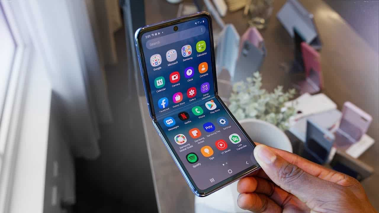 Samsung планирует выпустить бюджетный складной смартфон (maxresdefault 2 1)