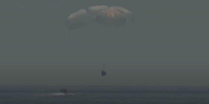 Космический корабль SpaceX Crew Dragon вернулся на Землю (snimok)