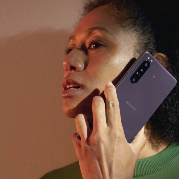Sony готовится к выпуску смартфона Sony Xperia 1 III (203 Lifestyle design Purple Woman Large 1 1280x720 large)