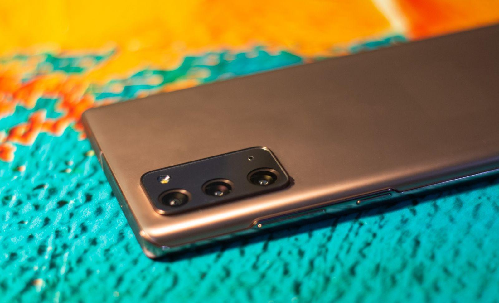 Красивый Samsung Galaxy Note20
