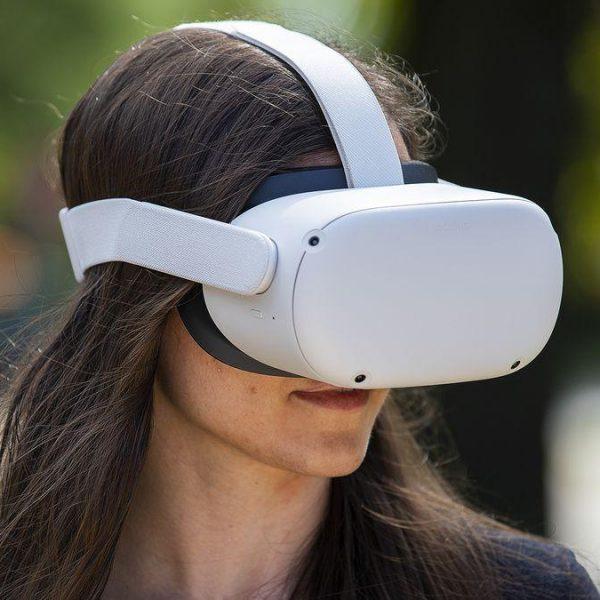Facebook показала шлем виртуальной реальности Oculus Quest 2 (akrales 200904 4160 0135.0.0)
