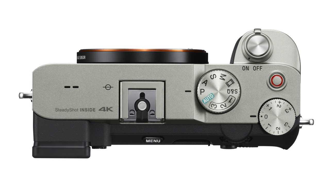 Sony Alpha 7C претендует на звание самой маленькой полнокадровой камеры в мире (alpha 7c top silver)