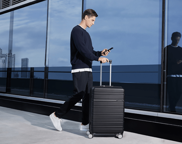 Huawei представила умный чемодан за 292 доллара (huawei smart business suitcase 1)