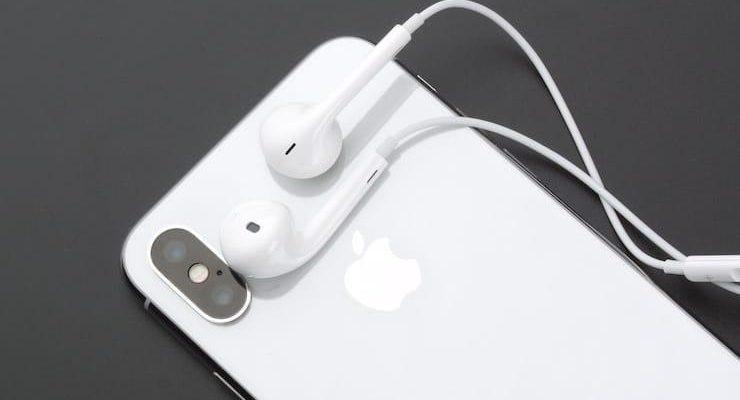 Исходный код iOS 14.2 подтверждает, что iPhone 12 будет без наушников EarPods (iphone x earpods)