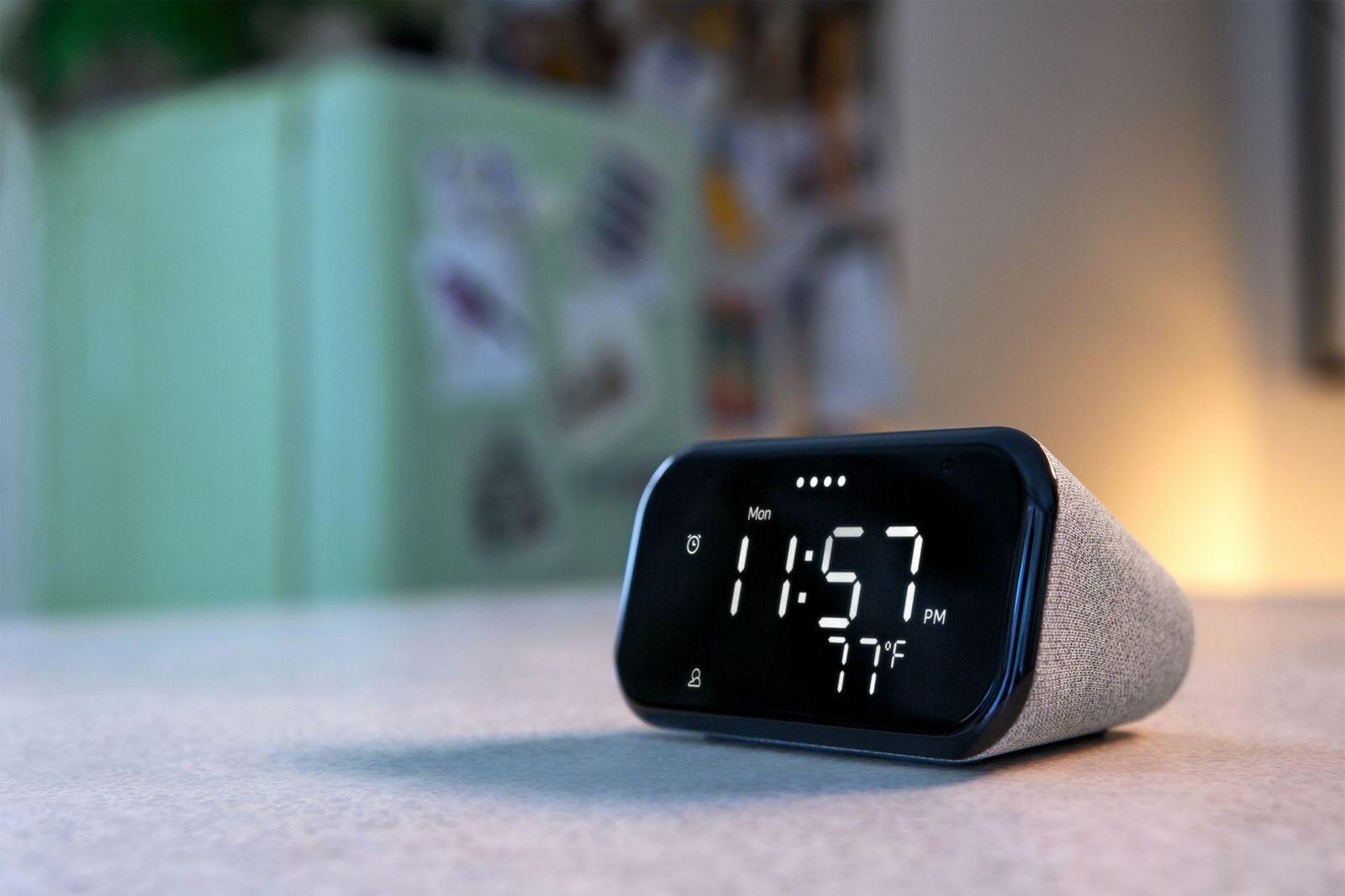 IFA 2020. Lenovo представила новые устройства для домашнего пользования (lenovo smart clock essential 2 scaled)