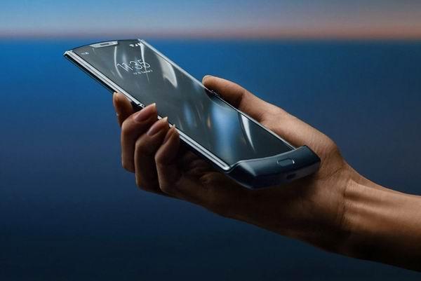 Motorola представит складной смартфон Moto Razr 10 сентября (raz600)