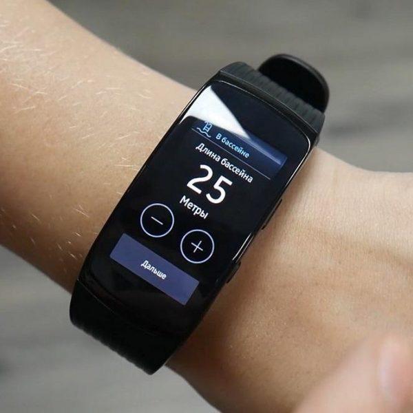Samsung представила фитнес-трекер Galaxy Fit2 (samsung gear fit2 pro 19)