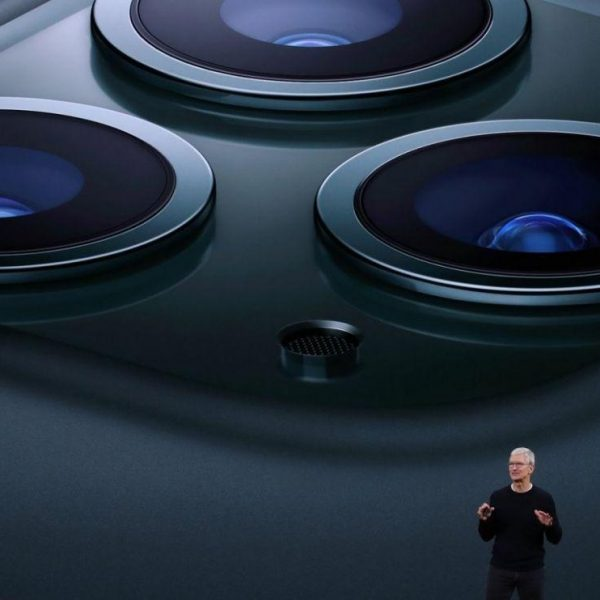 Всё, что Apple покажет 15 сентября: новые Apple Watch и iPad Air (tim cook iphone large)