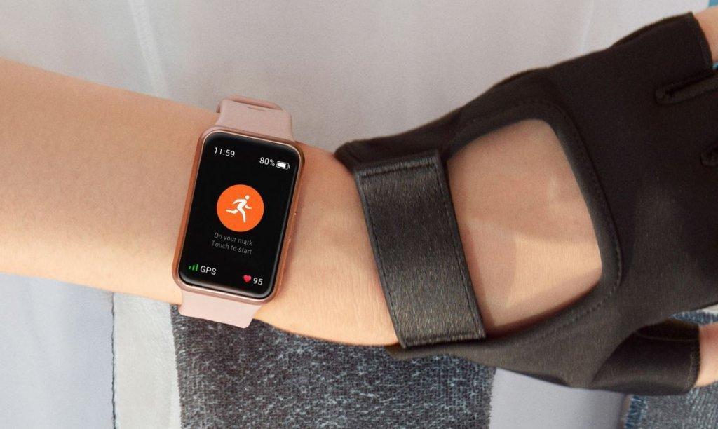 Компания Huawei представила фитнес-часы Huawei Watch Fit (watch fit closeup 1024x612 1)