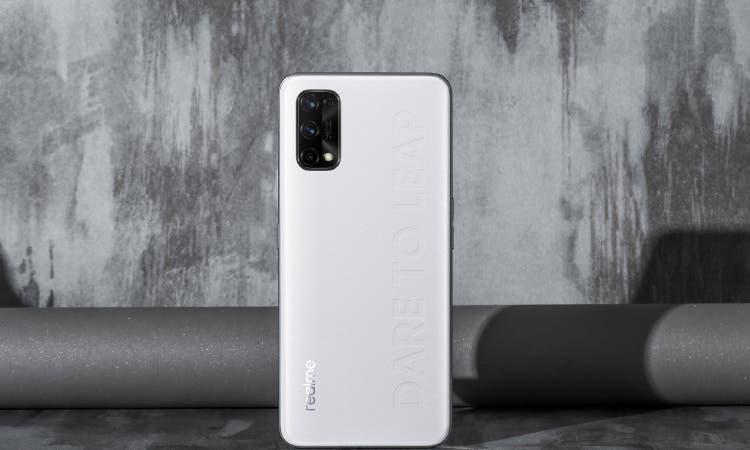 В сеть слили характеристики и дизайн смартфона Realme Q2 Pro (1 6)