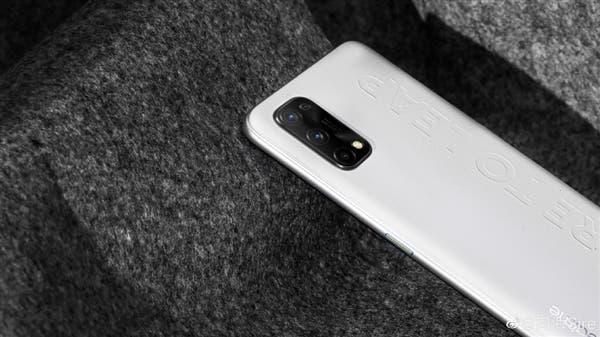 В сеть слили характеристики и дизайн смартфона Realme Q2 Pro (3 3)